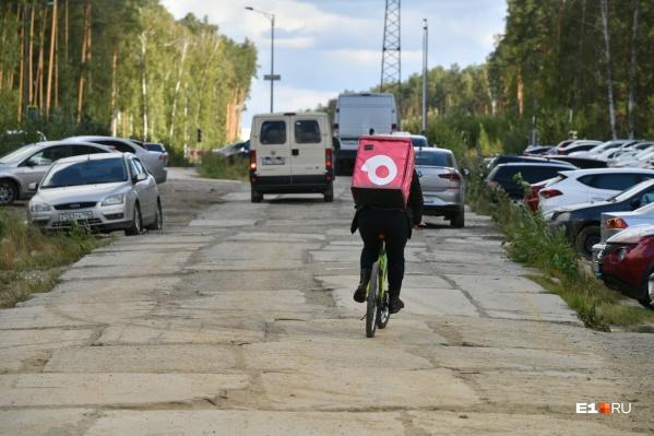 Жители Краснолесья давно просили построить им нормальную дорогу