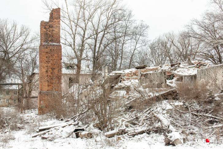 Так выглядят развалины на территории района «Новая Соколовка» в Новошахтинске