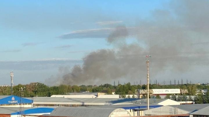 В районе Лесобазы поднимается столб дыма. Что случилось?