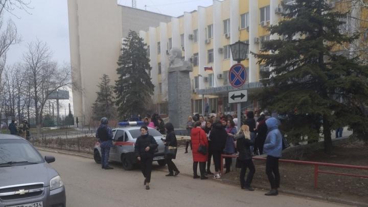 В Волгограде экстренно эвакуированы пять судов