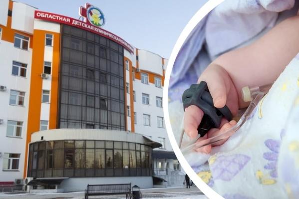 Женщина в первый раз привезла ребенка со вздутием живота в областную детскую больницу 15 марта, но от госпитализации отказалась