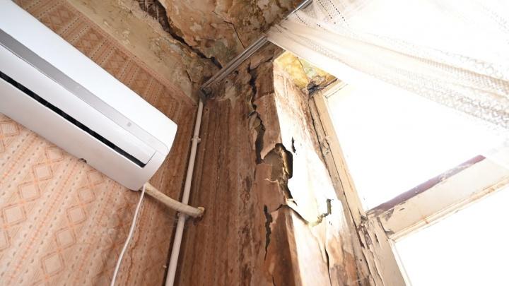 В центре Ростова треснула стена четырехэтажного жилого дома