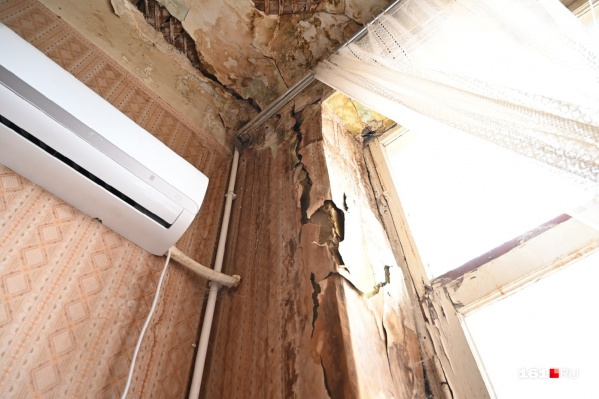Трещина в доме образовалась довольно крупная