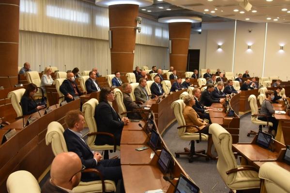 Заседание началось с минуты молчания, посвященной трагедии в Пермском университете