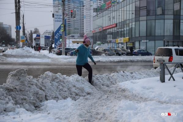 Выходя из дома после снегопадов, будьте готовы к покорению снежных вершин