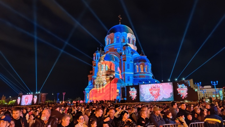 Световое шоу, концерт и салют: в Волгограде завершилось открытие собора имени Александра Невского