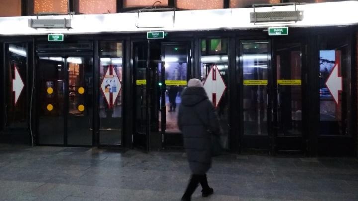 «Я был против реконструкции»: архитектор ТЦ «Омский» прокомментировал замену «дверей-убийц»