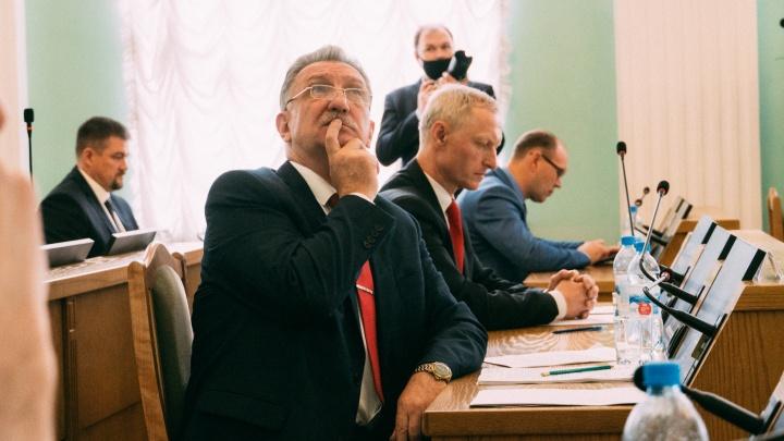 В думах, но не в Думе: как прошло заседание горсовета об отставке мэра Омска