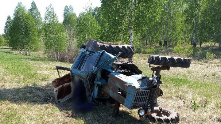 На трассе в Курганской области ВАЗ врезался в трактор, его водитель погиб