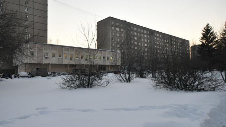 В Екатеринбурге 95-летний профессор оказался запертым в собственной квартире