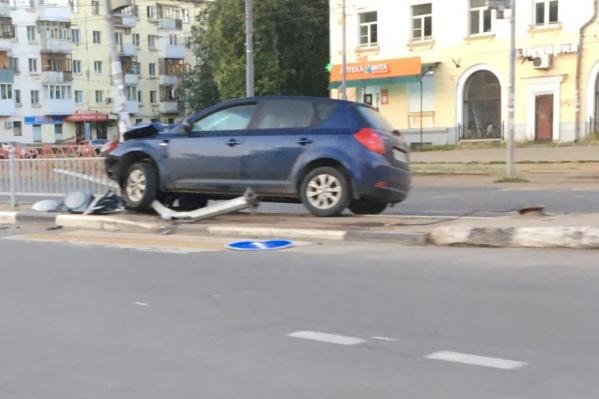 Машина вылетела с дороги