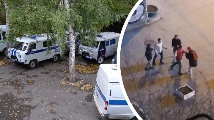 «Повалили меня на землю и начали бить ногами»: в центре Екатеринбурга трое парней избивают прохожих