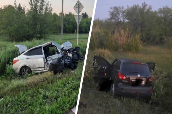 От удара автомобили раскидало в разные стороны
