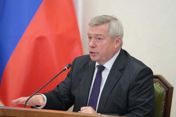 Василий Голубев пригрозил чиновникам переводом на дистанционную работу без стимулирующих выплат и премий