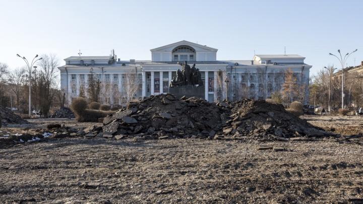 Демонтировали и увезли в неизвестном направлении: в Волгограде исчезли гранитные блоки у «Царицынской оперы»