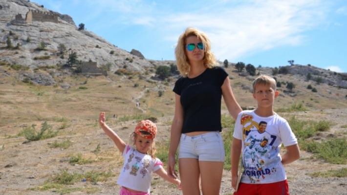 «3а 300 тысяч устала еще сильнее»: честные истории мам, которые путешествуют с детьми в одиночку