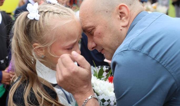 «Папа для ребенка — это пример того, какой должна быть семья»: психолог — о важности отцов в их День
