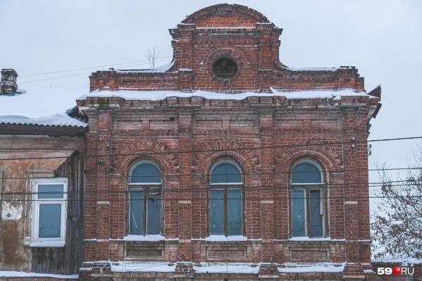 На этой фотографии видно второй этаж дома Лаптева