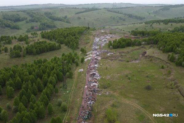 На свалку начали жаловаться местные жители города Осинники