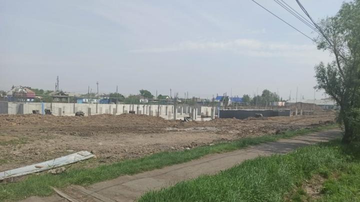 В Исилькуле не могут достроить школу. Договор с прошлым подрядчиком разорвали из-за срыва сроков