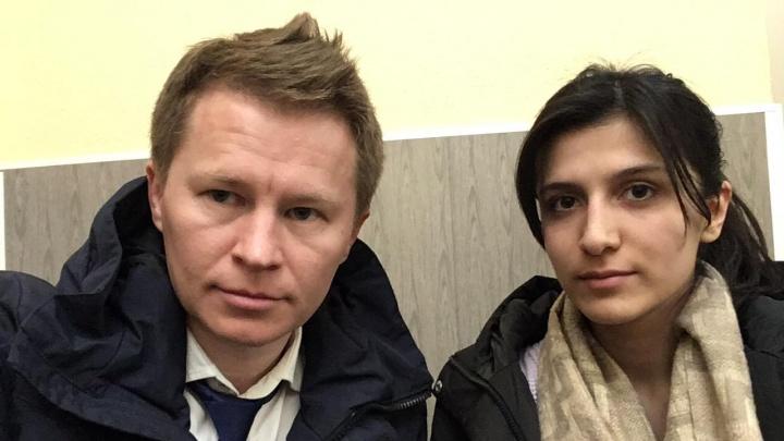 «Дагестанцы пытаются ее похитить»: адвокат рассказал, почему ему с подзащитной пришлось прятаться в полиции
