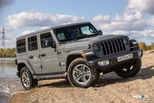Jeep Wrangler в версии Sahara — с четырьмя дверьми (обычно их две)