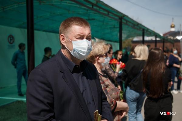 Александр Глинянов ронял слезы на похоронах спортсменок, но в отставку не подал