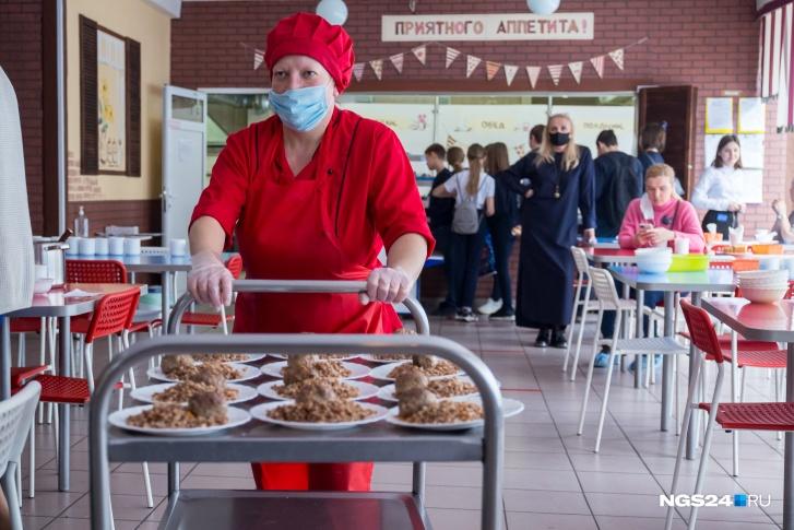 «Юридических оснований для отказа не было»: тендер на питание в школах выиграли прошлогодние поставщики