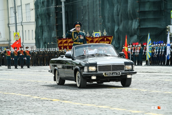 Военные проводят последнюю репетицию парада