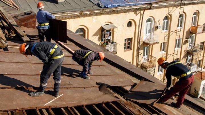 «Оптовики еще справляются, а дачники — уже не тянут»: в Волгограде в пять раз подорожали кровельные материалы