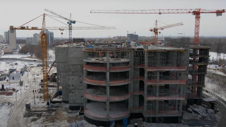 ТЦ на «дрожжах»: смотрим на масштабную стройку в Волгаре
