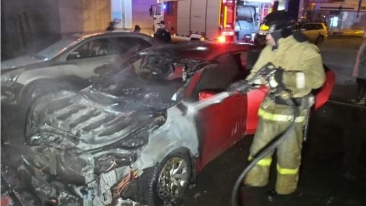 В Екатеринбурге не могут начать судить девушку, которая заплатила уголовникам за поджог машины бывшего мужа