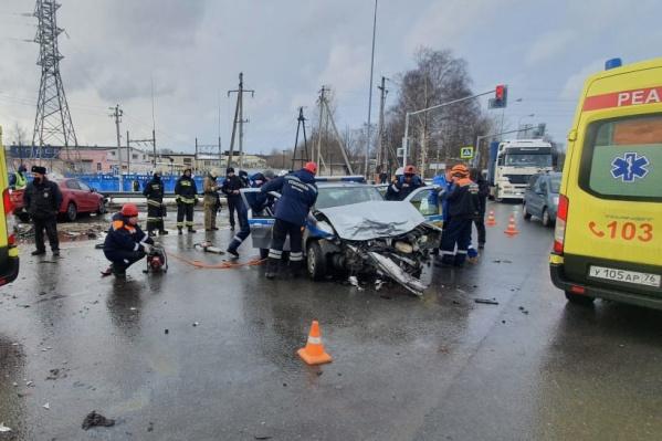 Машина полиции получила большие повреждения