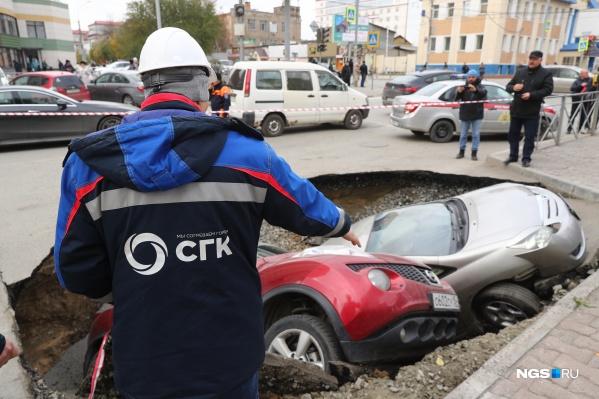 На месте происшествия на Фрунзе работают сотрудники СГК