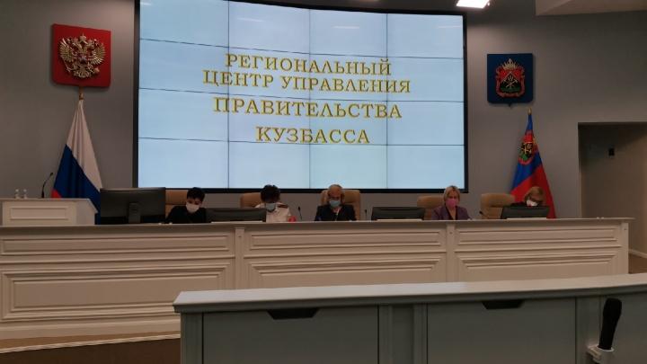 В Кузбассе отстранили соцработников, которые отказались вакцинироваться от COVID-19
