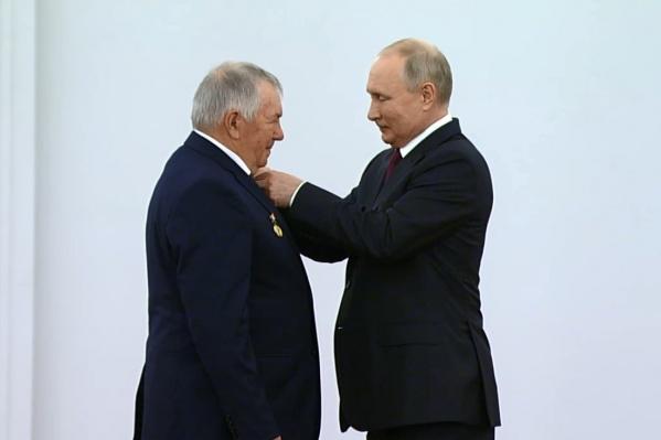Бондаренко получил звание Героя Труда