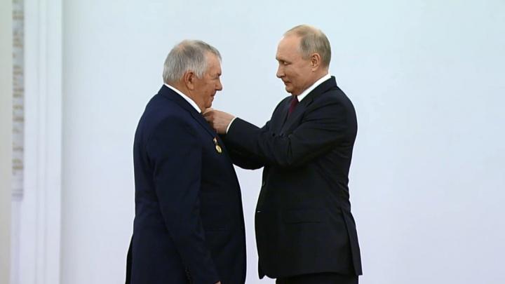 Начальник донского Героя Труда, рассказавшего Путину о своей зарплате, опроверг слова работника