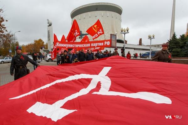 23 февраля волгоградцы не увидят в центре города красных флагов