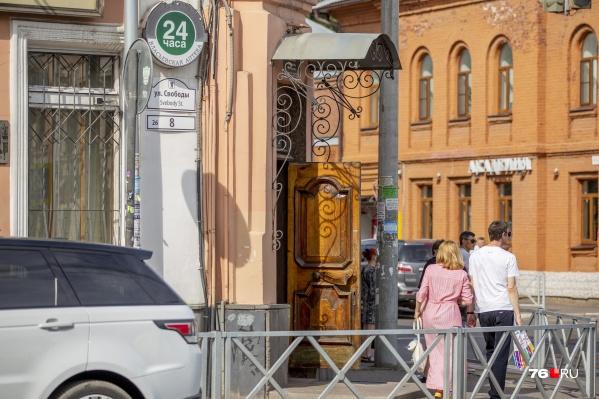Горельеф хотят разместить в окне Власьевской аптеки