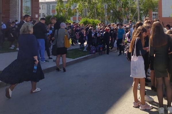 Школьников отпустили домой