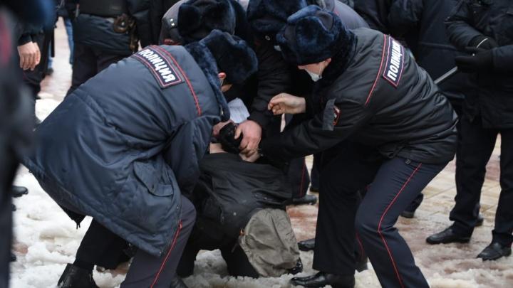 Десятки человек задержаны в Ростове на шествиях в поддержку Навального