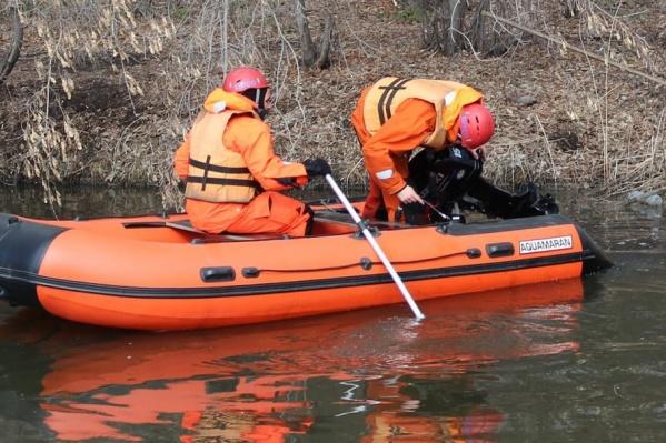 Спасатели искали мальчика с лодок