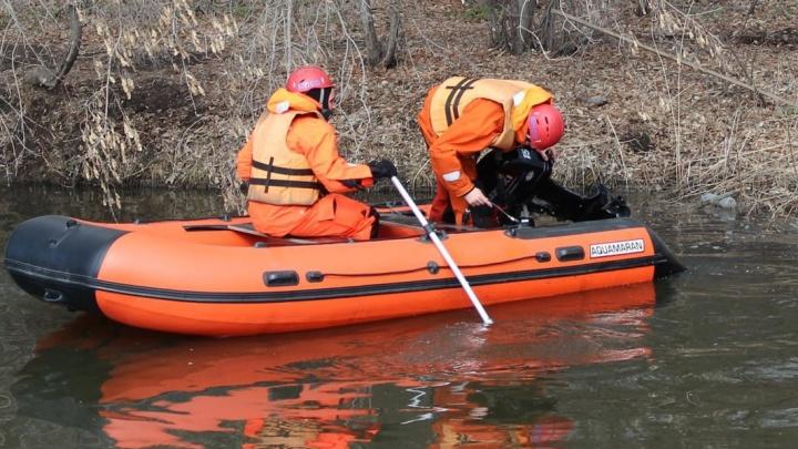 Спасатели нашли тело подростка, утонувшего в карьере под Челябинском
