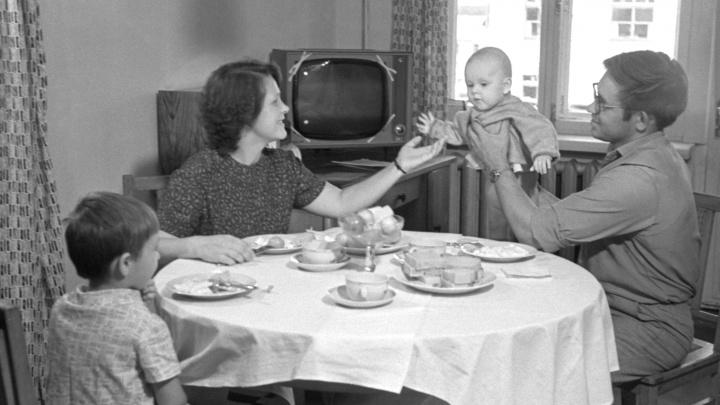 Авоськи, талоны, Russian vodka и тарелки от ММК: отправляемся на советскую кухню