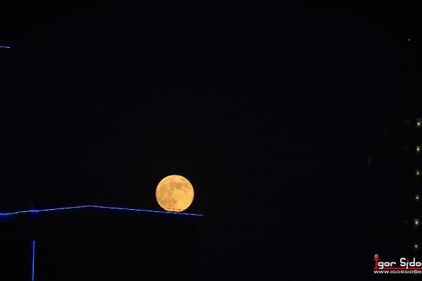 Екатеринбуржцы сняли невероятную Луну