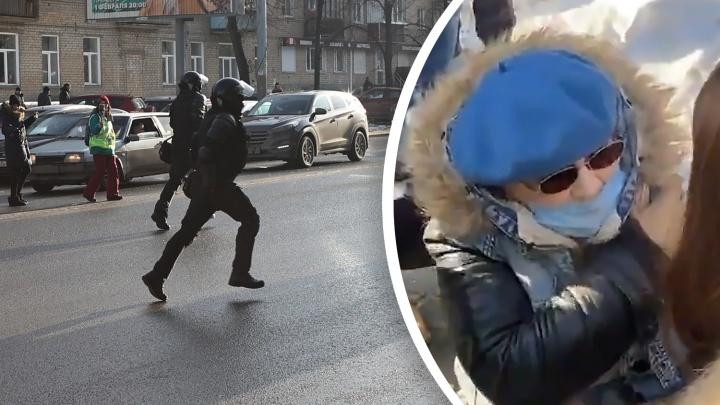 Публикуем новое видео момента, когда челябинка получила перелом при разгоне протестующих (оно всё проясняет)