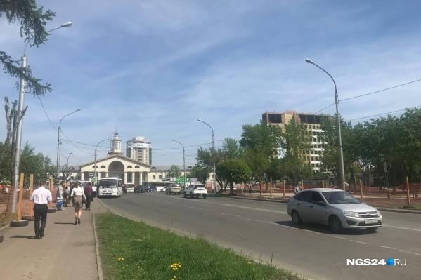 Эта часть Аэровокзальной станет пешеходной. Остановки уберут за пределы сквера — одна будет у гостиницы «Полет», другая — на Березина