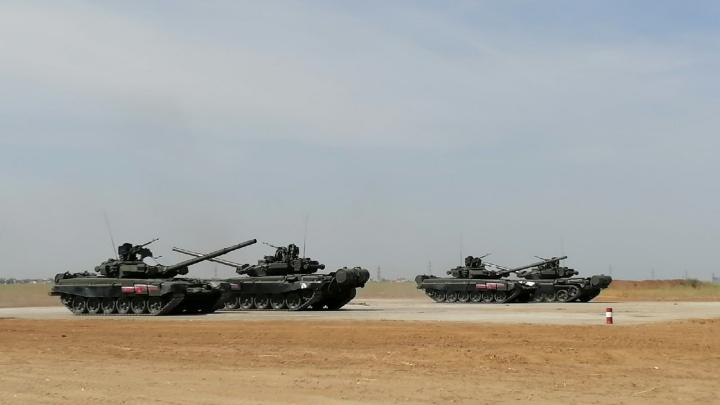 Военные Волгограда показали танковый вальс на Т-90. Такого вы еще не видели