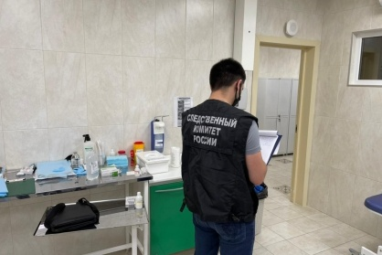 Следователи провели осмотр кабинета, где погиб ребенок