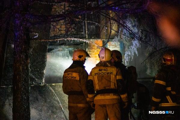 На месте работали более 60 пожарных